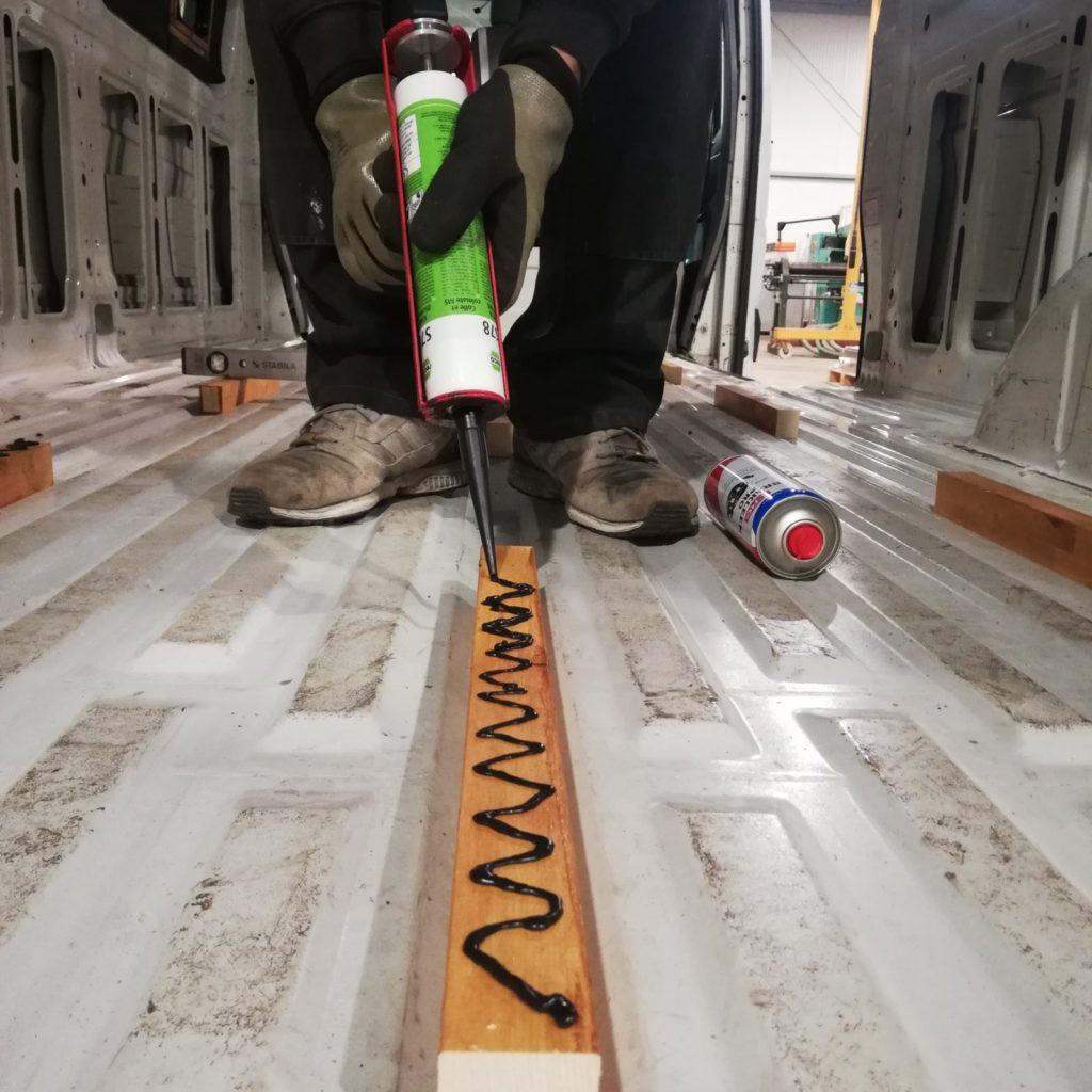 Holzleisten Unterkonstruktion einkleben
