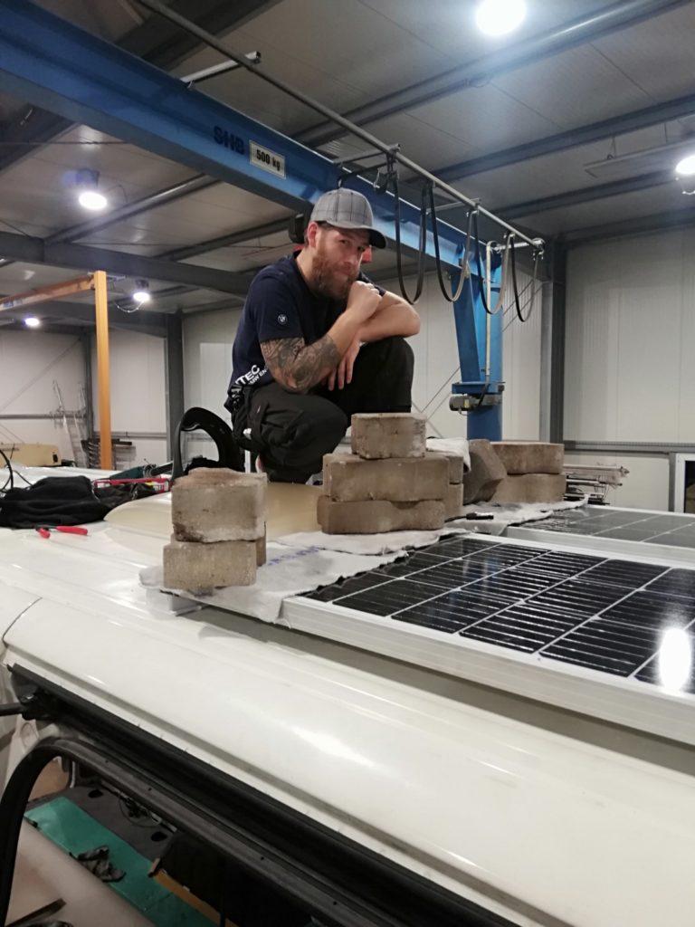 Solarpaneele befestigen