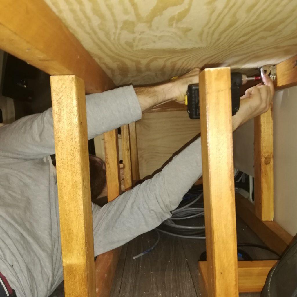 montieren der Aufschraubscharniere 2