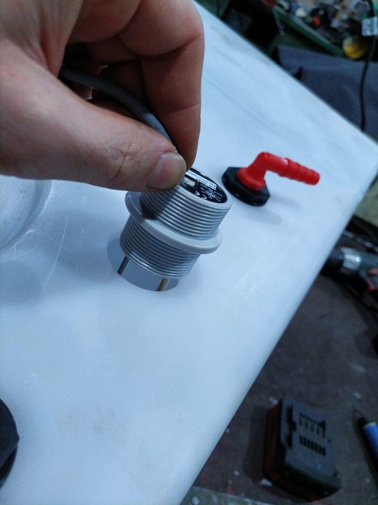 Elektrode fuer Wasserstand einsetzen